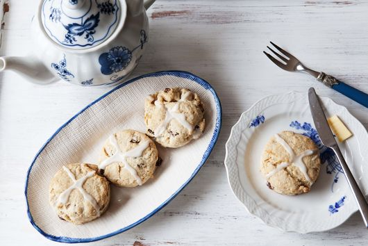 Hot Cross Bun, Meet Cream Biscuit