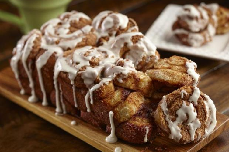 Cinnamon Roll Pull-Apart Bread