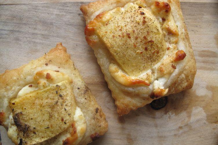 Apple Chevre Pizza Bites