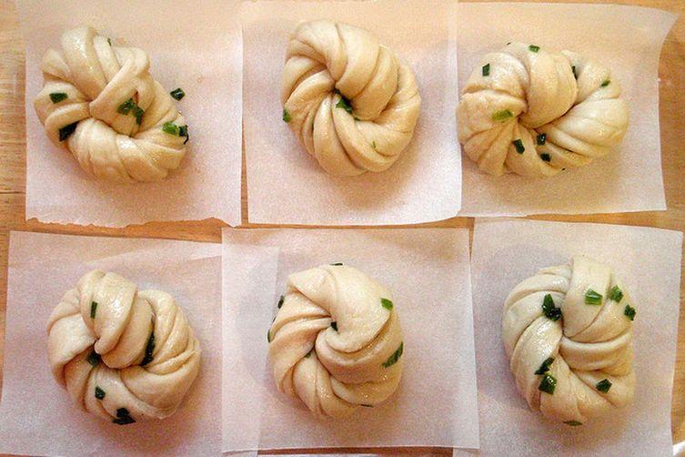 Hua Juan (Steamed Scallion Buns)