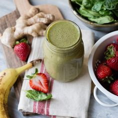 Strawberry Ginger Zinger Green Smoothie
