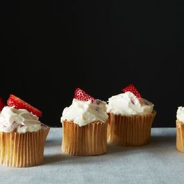 86ddbd99 7235 49fb 9b94 83a48d9022df  05 28 13 strawberry cupcakes 002
