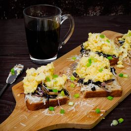 Toast & Scramble Eggs with Sauteed Mushrooms