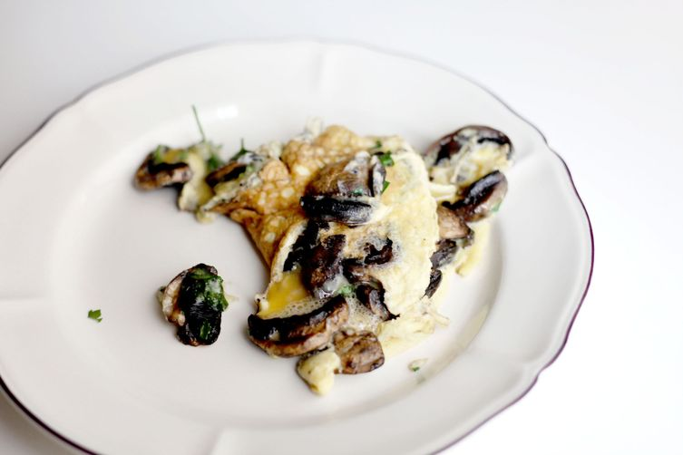 French omelette with parisian mushrooms