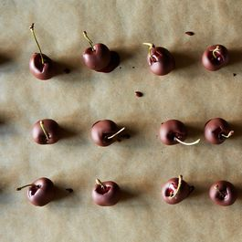 032d742a-e284-48f2-94e7-fea9485b33a6--2013-0628_rogue-baking-tips_chocolate-cherries-005