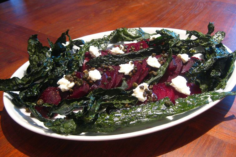 Beet salad with white cheese, fried capers and kale chips