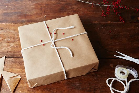 How to Gift-Wrap a Box with Invisible Seams