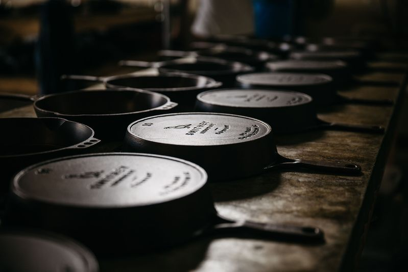 A line-up of the handsome cast iron skillets, ready for you to make some cornbread.