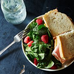 12 Ways to Have Better Lunches in 2016 (Even if You Only Have 5 Minutes)