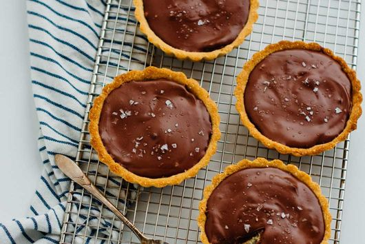 salted caramel chocolate tarts