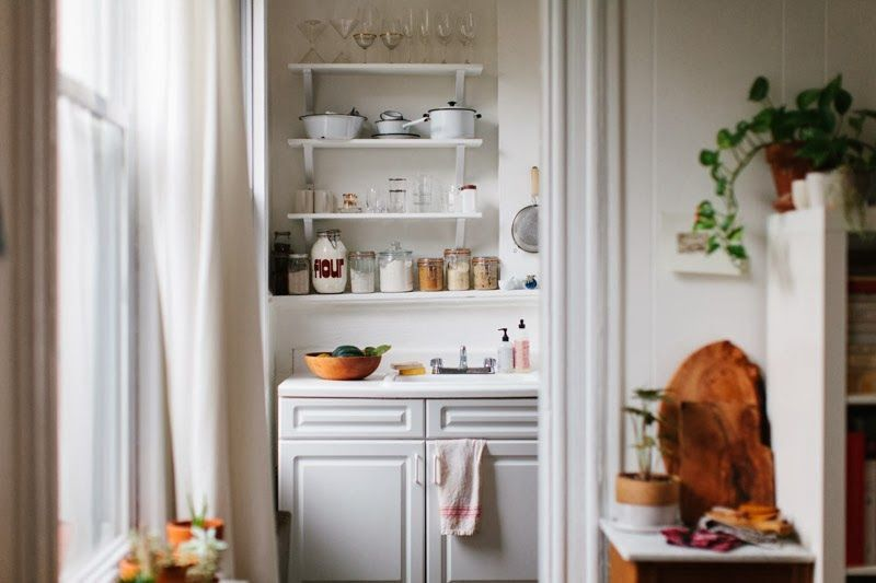 Yossy's tidy, bright, and serene kitchen.