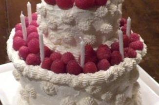 3d0ea42a 3cfa 41c2 bc3d 3a673e965b5a  birthday cake