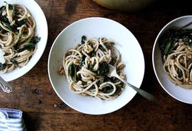 Buttery, Garlicky Pasta Strewn With an Entire Pound of Spinach