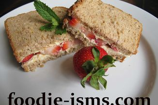 50edcefa-51b3-4840-8058-2030cf206c51--strawberry_sandwichfoodieisms