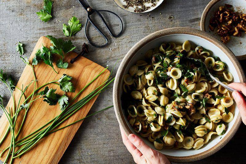 0e5c4de4 ac7e 47b4 943b 6f4736deb42a  2017 0518 buttery blue cheese pasta julia gartland 25535 4 Whip Smart Recipes (& Tricks!) to Add to Your Go To List