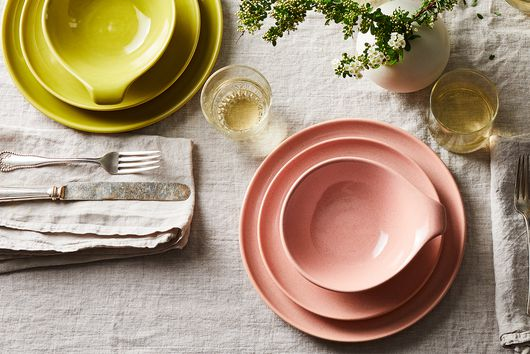 13 Colorful Ceramic Plates to Jazz Up Your Summer Table