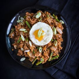 Kimchi buckwheat with tuna and asparagus