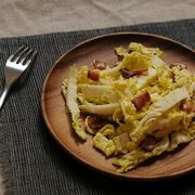 587a579c-a1bd-40e7-9585-1ebd0f839057.salad_with_warm_bacon_dressing