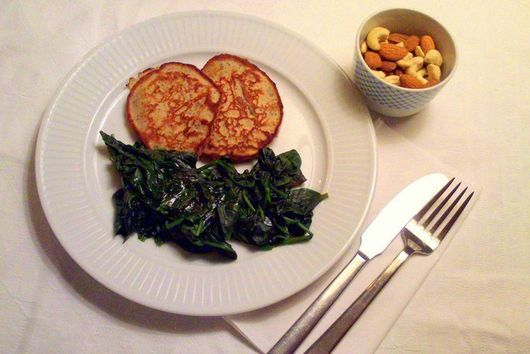 Steamed nutmeg spinach with banana pancakes