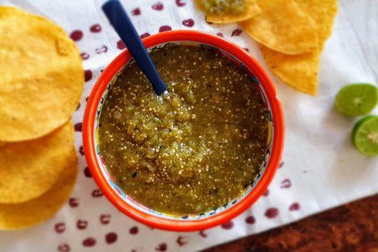 Roasted Tomatillo Salsa (Green Salsa/Salsa verde)