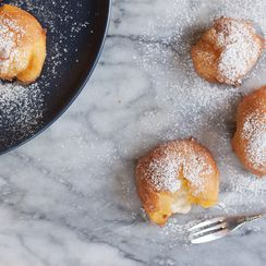 These Fluffy, Fried Italian Cream Puffs Only Come Once a Year