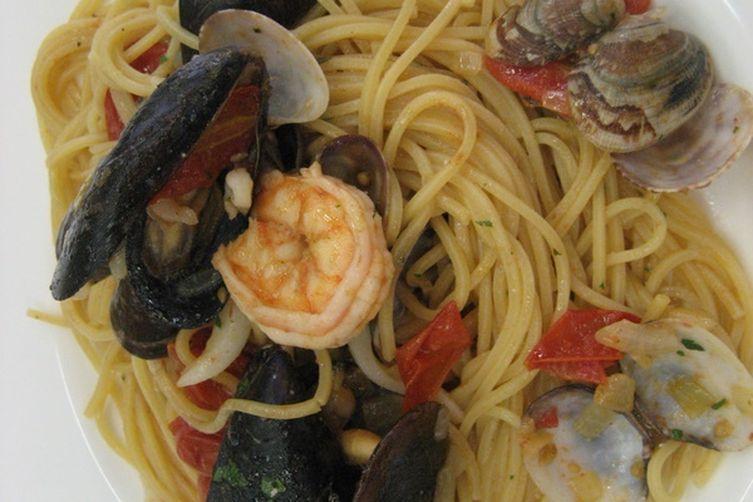 Spaghetti alla Chitarra Barilla allo Scoglio (Seafood)