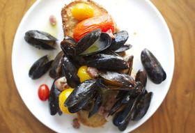 B3d184fd aca4 432a b399 77477cdc0e7a  roasted mussels f52