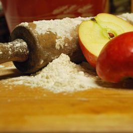 6821154d-8a74-4f53-8dbf-7bfec7d7866f--apples_floured_baking_pin_photobucket