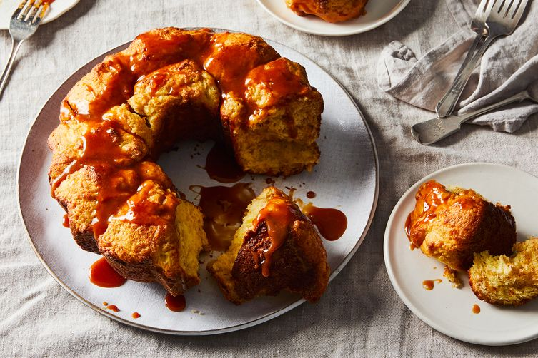 Cinnamon Sugar Monkey Bread with Caramel Sauce