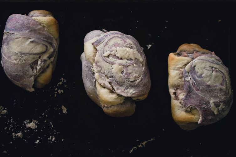 Marble Taro Bread {Like 85C Degrees Bakery}