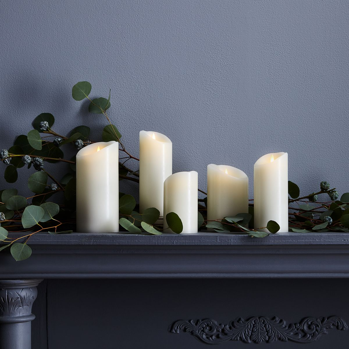 15 Ways To Decorate With Very Convincing Flameless Candles