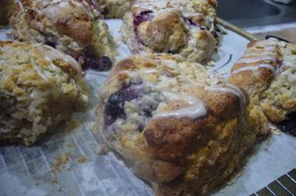 Efffa3e8-78e9-4364-bff7-2902e8132d7a.maple_scones_005