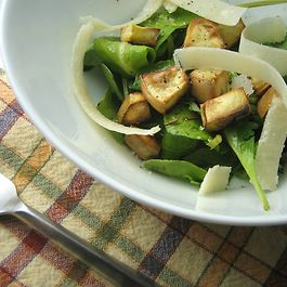 Arugula salad with sweet potato croutons