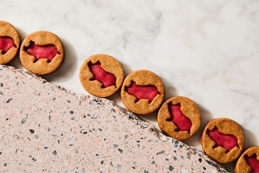 Sparkle Pigs (Gingerbread Shortbread Cookies With Cranberry Curd)