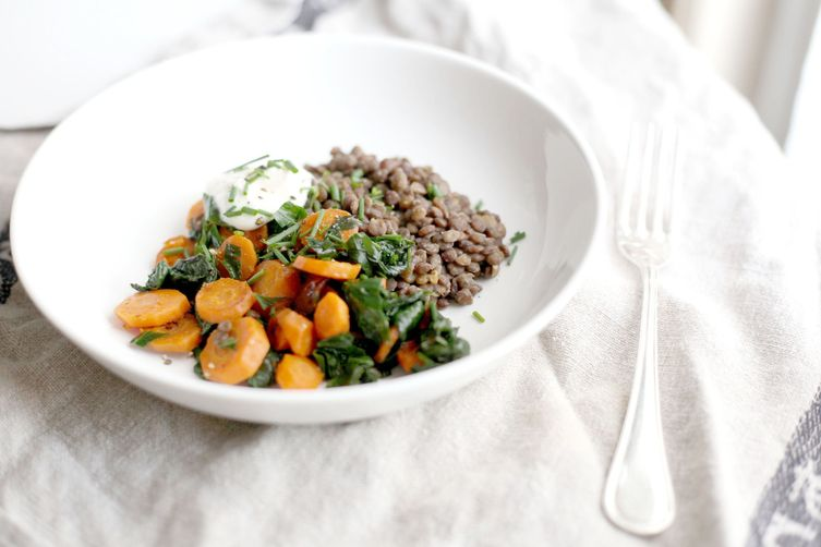 Lentils, carrots and spinach bowl accompanied with light cream