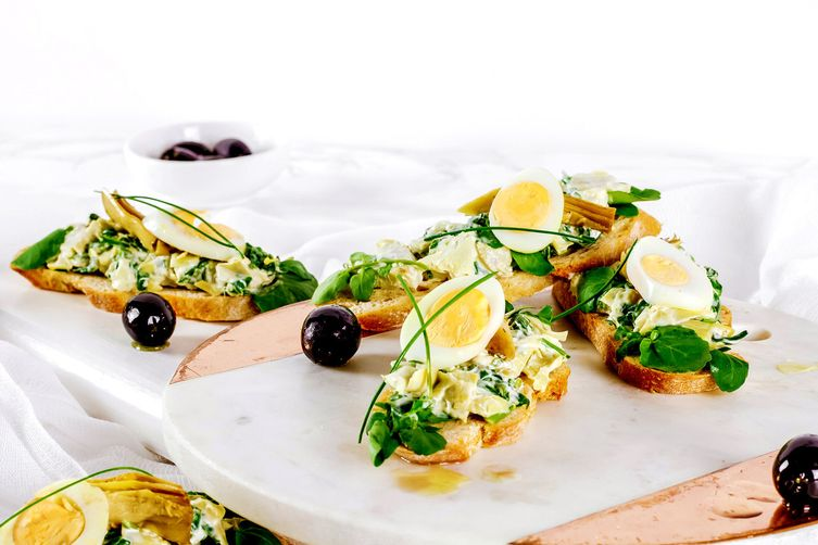 Artichoke and Spinach Crostini
