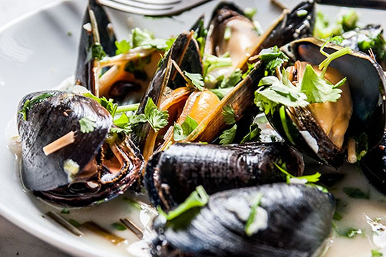 Spicy Coconut Mussels with Lemongrass