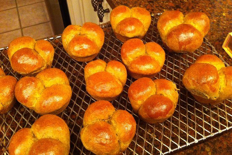 Holiday Spiced Bread Rolls