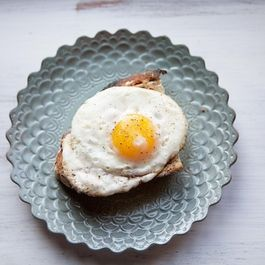 91fbf05f 31e8 4e64 a042 900e58b1838a  fried egg on toast