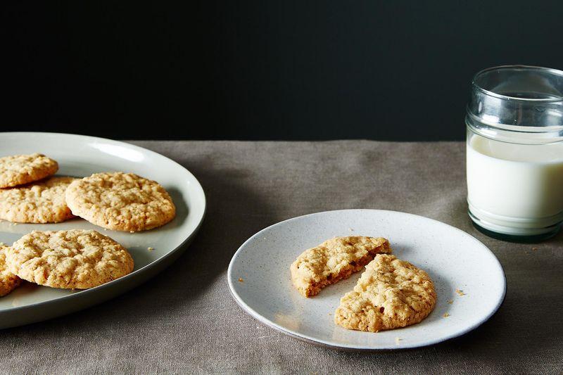 Crispy Crunchy Oatmeal Cookies