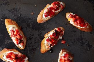 C88b10ca-35c8-4fb0-9670-947bcc7c5557.2013-0903_cp_strawberry-tomato-bruschetta-023