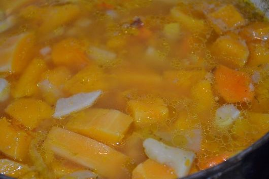 Last minute vegetable soup (yellow-orange version)