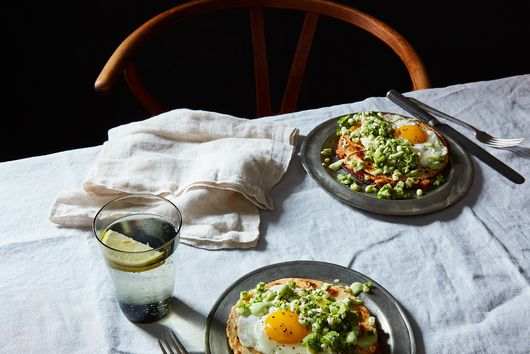 Huevos Motuleños Is Your Excuse to Eat Breakfast for Dinner (Not That You Need One)