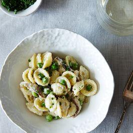 Creamy Spring Pasta with Shiitake Mushrooms and Peas