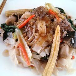 Savory Sauteed Pho Noodles with Beef Tenderloin & Veggies in Garlicky Sauce