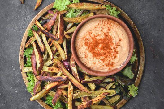 Baked Yam Fries with Sriracha Hummus (Vegan + GF)