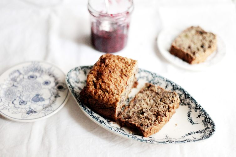 Banana bread with figs and whole wheat flour