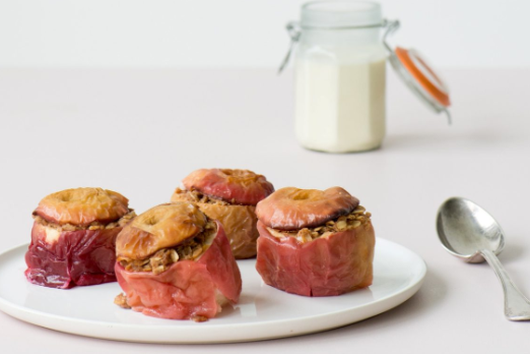 BAKED APPLES WITH SPICED OAT FILLING