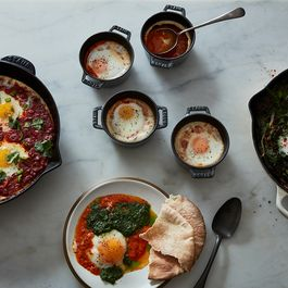 C16e801a ee54 4d0e 9460 0c7633df6510  2017 0330 three ways to make shakshuka james ransom 745