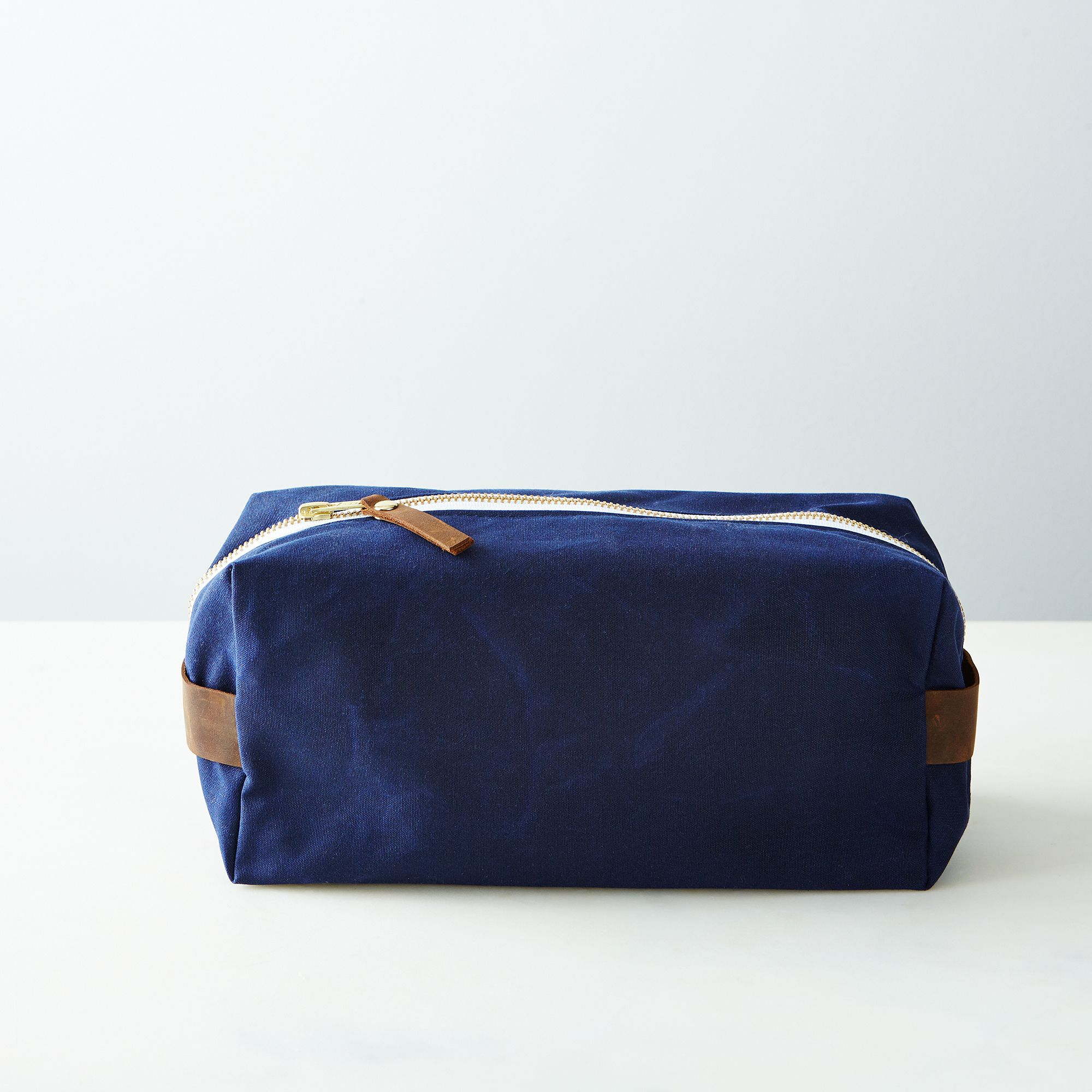 A6dc2ccc a0f6 11e5 a190 0ef7535729df  butter design lab waxed canvas toiletries pouch week navy provisions mark weinberg 15 08 14 0953 silo
